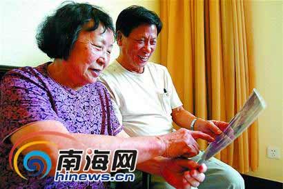 钟前龙老师(右)和钟秀春老师。记者林萌 摄