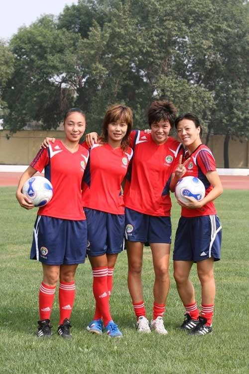 图文:[世界杯]中国女足备战 四个好姐妹