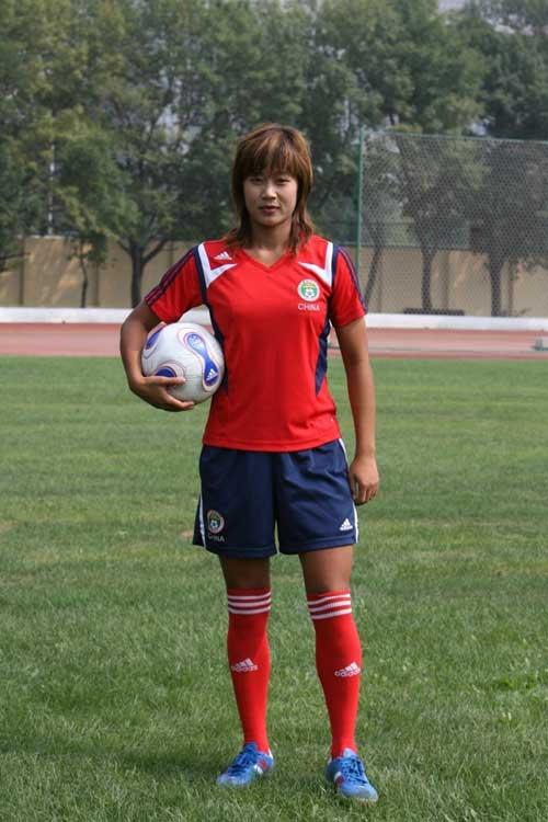 图文:[世界杯]中国女足备战 超酷韩端