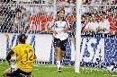 图文:[女足]世界杯揭幕战 克雷亚颓然倒地