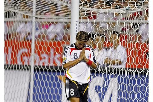 图文:[女足]世界杯揭幕战 斯米塞克感恩