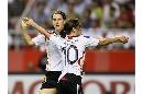 图文:[女足]世界杯揭幕战 普林茨庆祝