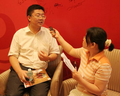 联想品牌沟通部高级总监朱光现场接受搜狐IT采访