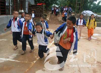 开学了,我们真高兴! 摄影/徐培春