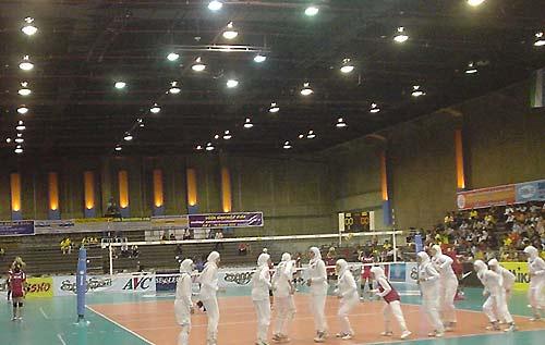 图文:女排亚锦赛泰国对阵伊朗 满场尽是白衣人
