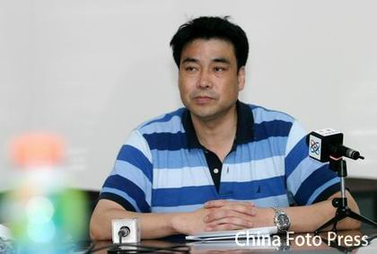 图文:[CBA]浙江万马召开发布会 表情严肃