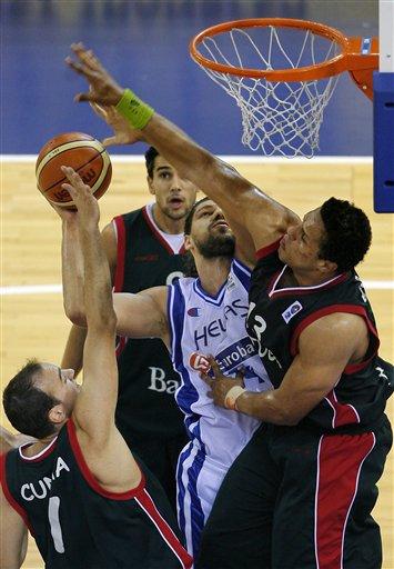 图文:斯潘助希腊晋级欧锦赛八强 一打三无畏惧