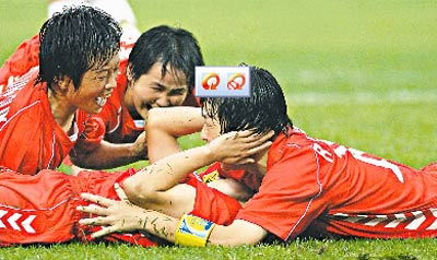朝鲜姑娘庆祝进球