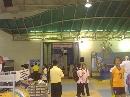 图文:女排亚锦赛场馆外扫描 观众入口顾客驻足