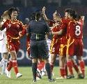 图文:[世界杯]中国3-2丹麦 宋晓丽庆祝进球