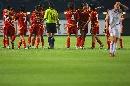图文:[世界杯]中国3-2丹麦 队员互相拥抱庆祝