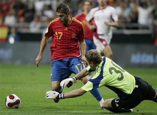 图文:西班牙2-0拉脱维亚 华金欲趟过门将