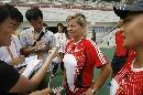 图文:女足武汉备战小组赛次战 多曼接受采访