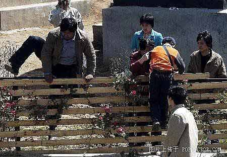 资料图:中国游客在国际上的形象不佳