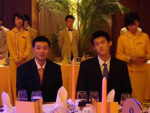 图文:姚明纳什慈善之旅晚宴 刘炜与周鹏