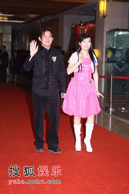 姚明纳什慈善拍卖晚宴 熊天平与妻子杨洋走红毯