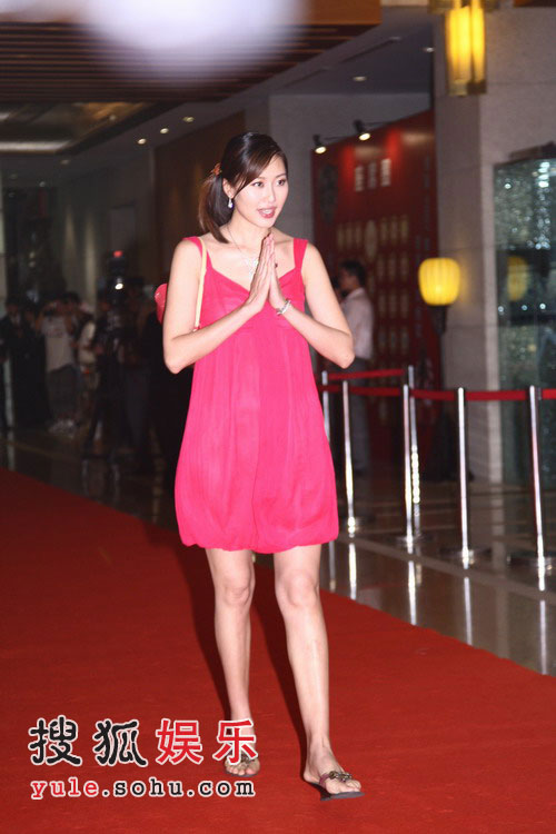 姚明纳什慈善拍卖晚宴 名模谢东娜步入红地毯