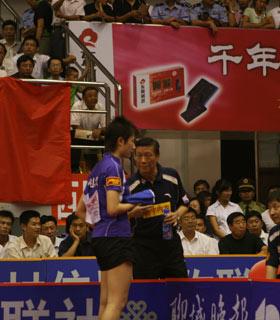 图文:乒超收官北京3-0山东 指导丁宁比赛
