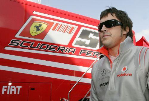 图文:[F1]比利时大奖赛赛前 阿隆索与法拉利