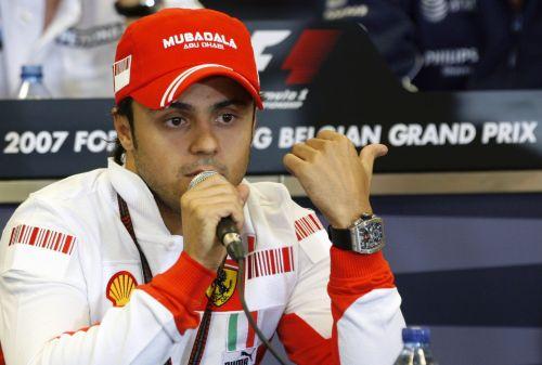 图文:[F1]比利时大奖赛赛前 马萨回答提问