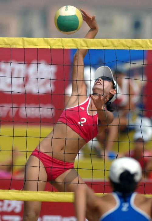 2007沙滩排球锦标赛 广东选手单莉莉扣球