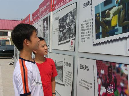 图文:行走的奥普公益展 奥运来到我们身边