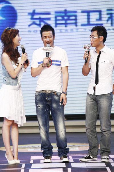 图:杨坤搜狐歌会 和主持人神侃