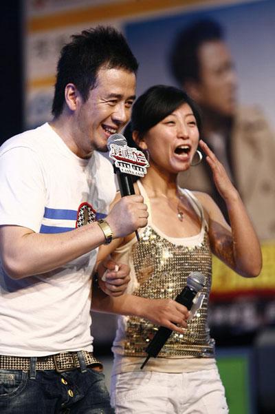 图:杨坤搜狐歌会 现场开心大笑