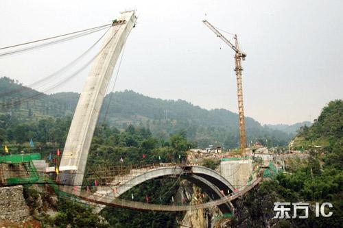 9月12日10时,务川自治县珍珠大桥拱体合龙顺利完成。