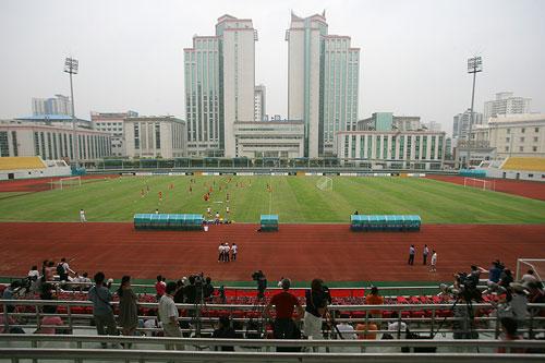 图文:[世界杯]中国武汉备战 汉口文体中心训练