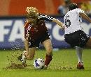 图文:[世界杯]德国VS英格兰 贝林格比赛中拼抢