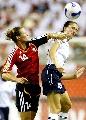 图文:[世界杯]德国VS英格兰 劳德尔比赛中拼抢