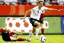 图文:[世界杯]德国VS英格兰 斯科特控球