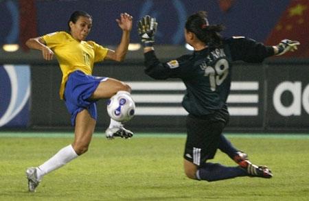 巴西队的出色发挥令女足队员无可奈何