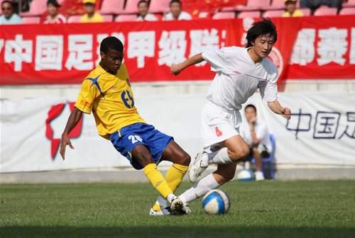 图文:[中甲]成都6-1南京有有 库玛表现出色