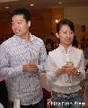 图文:丁俊晖潘晓婷出席商业活动 两人把酒言欢