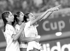 马塔连赢完胜中国 巴西又一次跳起桑巴舞