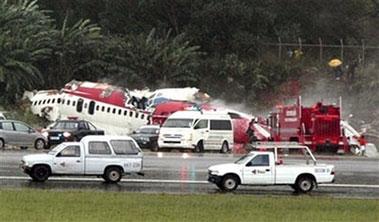 飞机失事现场救援图