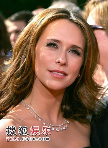 图:女星珍妮弗-洛芙-休伊特娇俏可人 迷人眼神