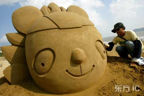 奥运福娃造型沙雕。图片来源:东方IC