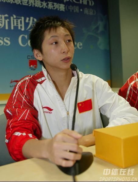 图文:跳水南京站赛后发布会 林跃回答记者问