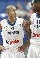 图文:法国不敌斯洛文尼亚 帕克与队友交流