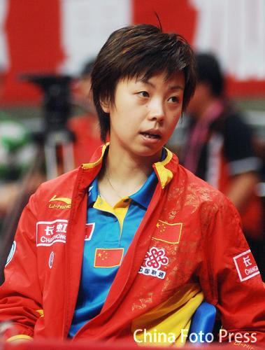 图文:女团小组赛中国3-0新加坡 张怡宁的风采