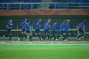 图文:[世界杯]新西兰备战 慢跑热身