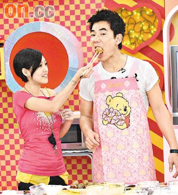 任贤齐应邀出席《大小爱吃》节目,现场下厨