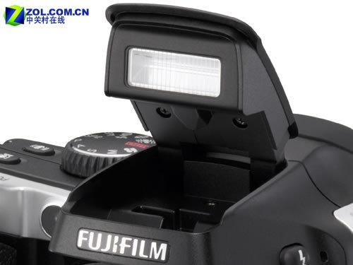 18倍光变外加CCD防抖 富士S8000fd发布