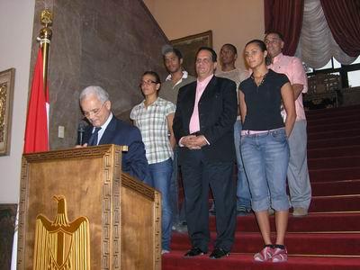 埃及驻华大使在庆功会上致词,中间排右一为此项比赛女子总冠军阿亚・迈达尼