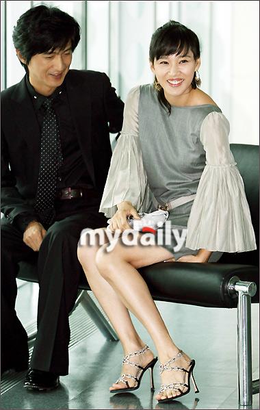 SBS特别企划电视剧《糟糠之妻俱乐部》制作发布会在首尔SBS大厦图片