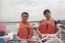 图文:张国政与爱妻幸福生活 共享快艇刺激