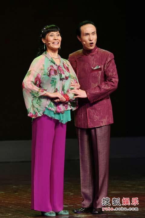 巩汉林不上春晚_在往届举办的数次央视春晚上,由巩汉林表演的《如此包装》,《装修
